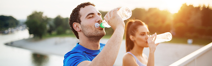 diabetes-article_couple-drinking-water_180711