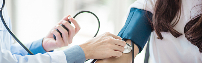 wellness65-article_doctor-checking-patients-blood-pressure_190130