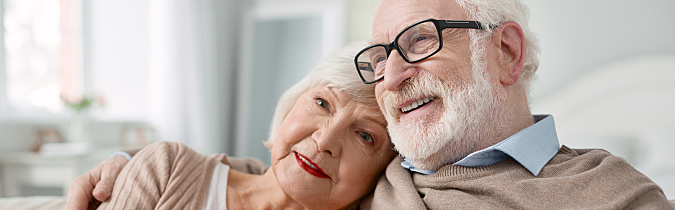 wellness65-article_senior-couple-sitting-on-the-sofa_181031